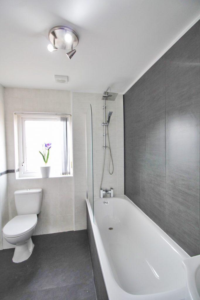 Anjore House Belfast serviced apartment contemporary bathroom